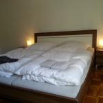 Großzügiges Doppelbett mit Mehrzonen -Lattenrosten und -Kaltschaummatratzen